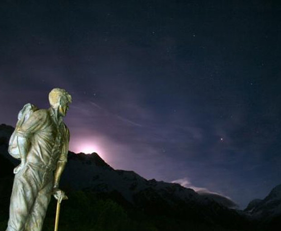 Sir Edmund Hillary statue under a stunning night sky
